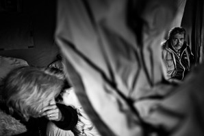 Moments of reflexion and hope in a tent city. L'Aquila, Italy 2009. © Matteo Bastianelli