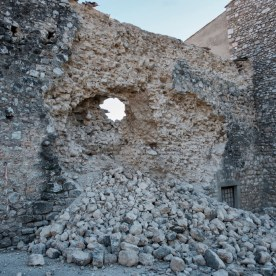 The historic centre walls partially collapsed after the earthquake. Norcia, Italy 2016. © Matteo Bastianelli