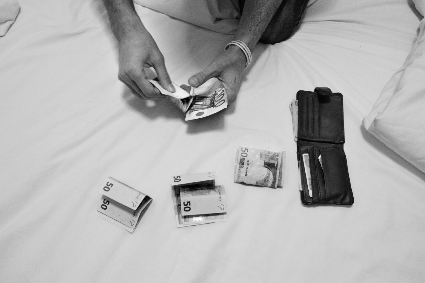 21-year-old Syrian refugee Mohamad Al Masalmeh is seen counting money he received from his sister, to pay a human smugler and be able to cross illegally the border between Romania and Hungary. Bucharest, Romania 2014. © Matteo Bastianelli