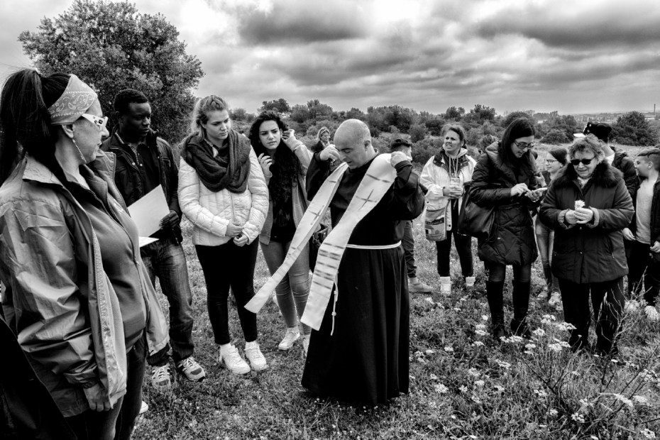 A priest wears a stole before blessing the crowd of people and students who have gathered at the Fornaro brothers' farmhouse for the hemp seed sowing, under an initiative for the remediation of soil polluted by the local steelworks. Taranto, Italy 2016. © Matteo Bastianelli