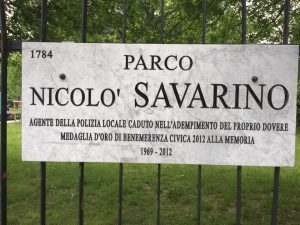 Targa all'ingresso del Parco Nicolò Savarino