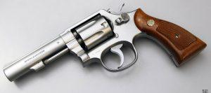 Immagine della Pistola Smith & Wesson postata da Luca di Bartolomei, figlio di Agostino