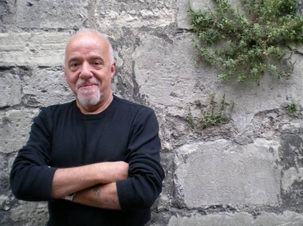 Ritratto di Paulo Coelho, autore delle quindici frasi