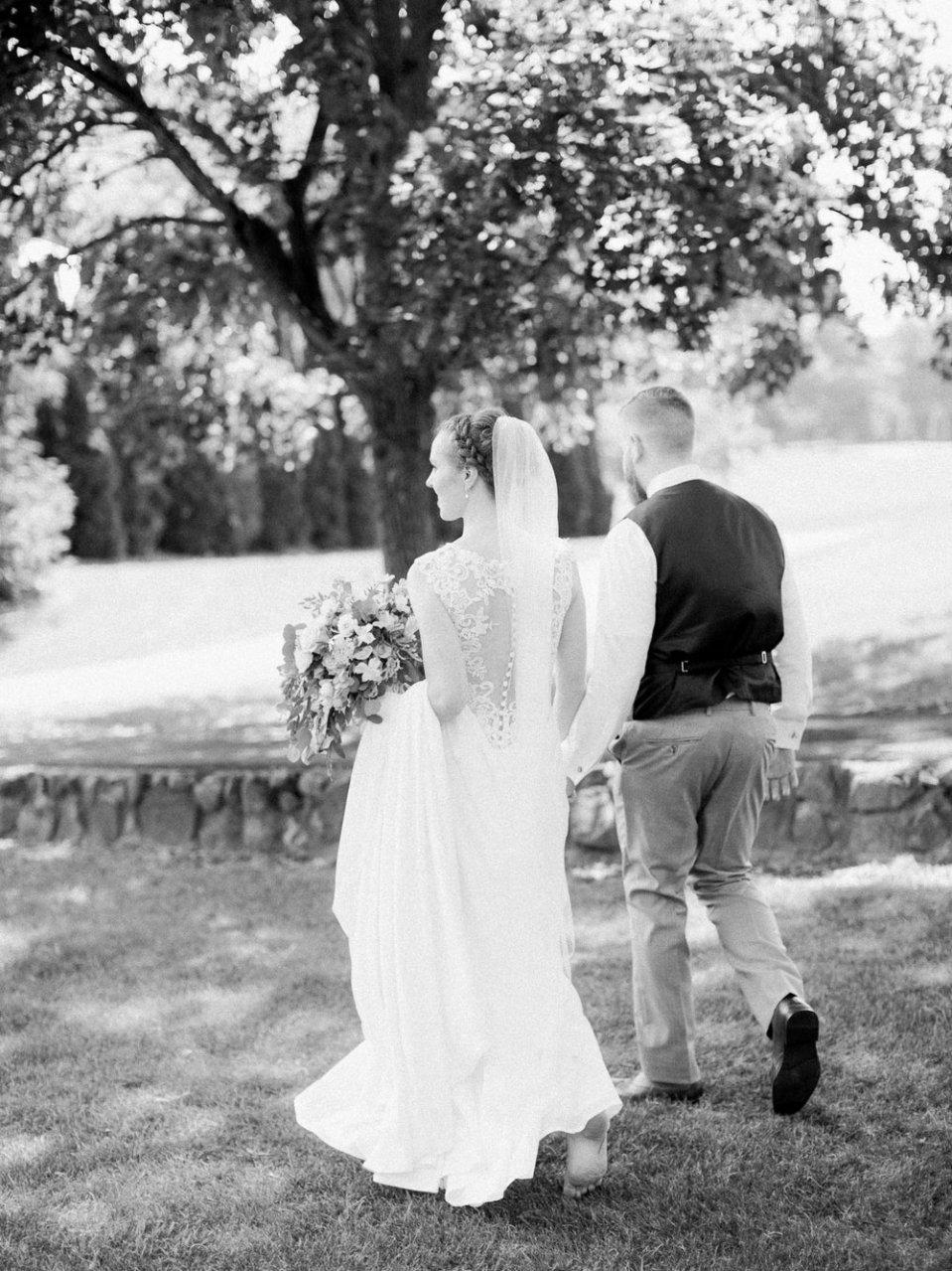 Romantic Summer Wedding in Ashland Ohio-34.jpg