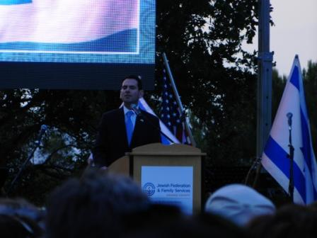 Rabbi Gersh Zylberman speaking at the Rally for Israel