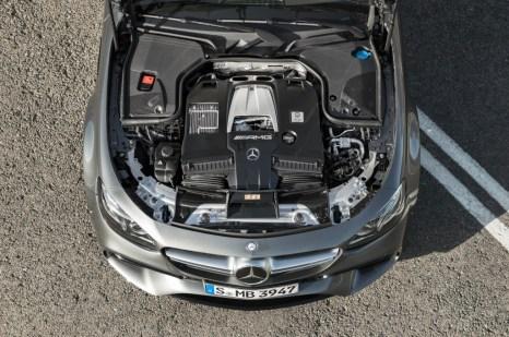 Mercedes-AMG E 63 S 4MATIC+, Motoraufnahme ;Kraftstoffverbrauch kombiniert: 9,2 – 8,9l/100 km; CO2-Emissionen kombiniert: 209 - 203 g/km Mercedes-AMG E 63 S 4MATIC+, engine shot; Fuel consumption combined: 9,2 – 8,9 l/100 km; Combined CO2 emissions: 209 - 203 g/km