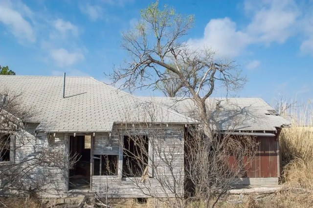 A decaying house