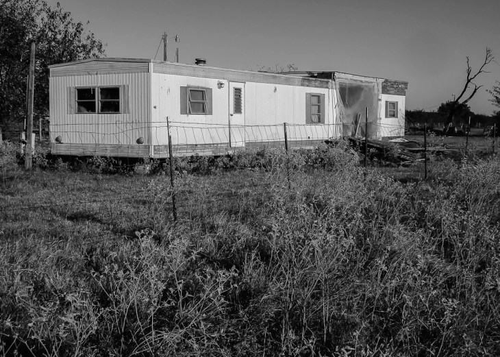 Urbex of an Abandoned Mobile Home in East Texas