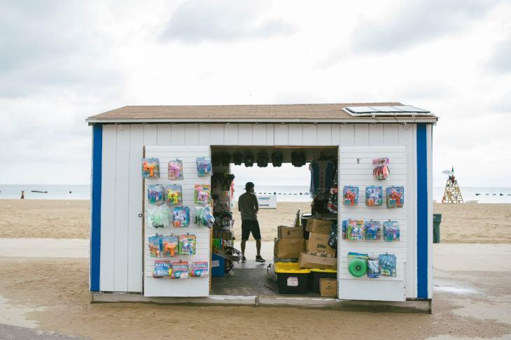 a souvenir store at Chicago Beach