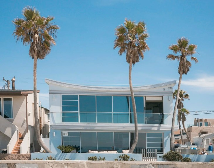 Modern beach house at Ocean Beach, San Diego