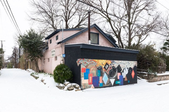 A interesting house in Old snow East Dallas after the Dallas winter storm