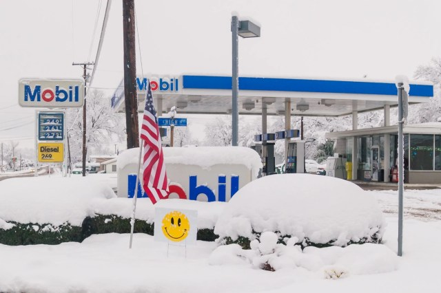 Mobile gas station in the 2010 North American Blizzard