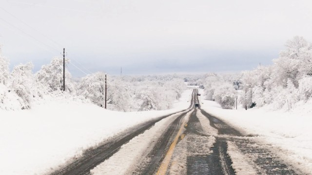 An East Texas country road in the 2010 North American Blizzard