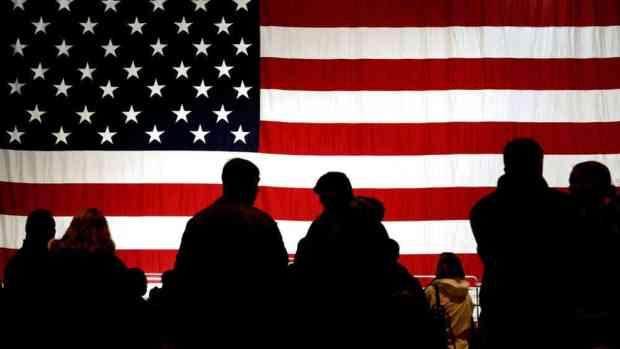 Schwarze Schatten auf US-Flagge