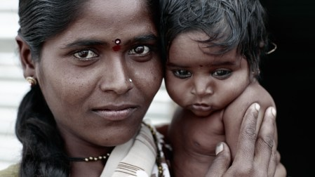 Anita et son fils. Worker's camp. india