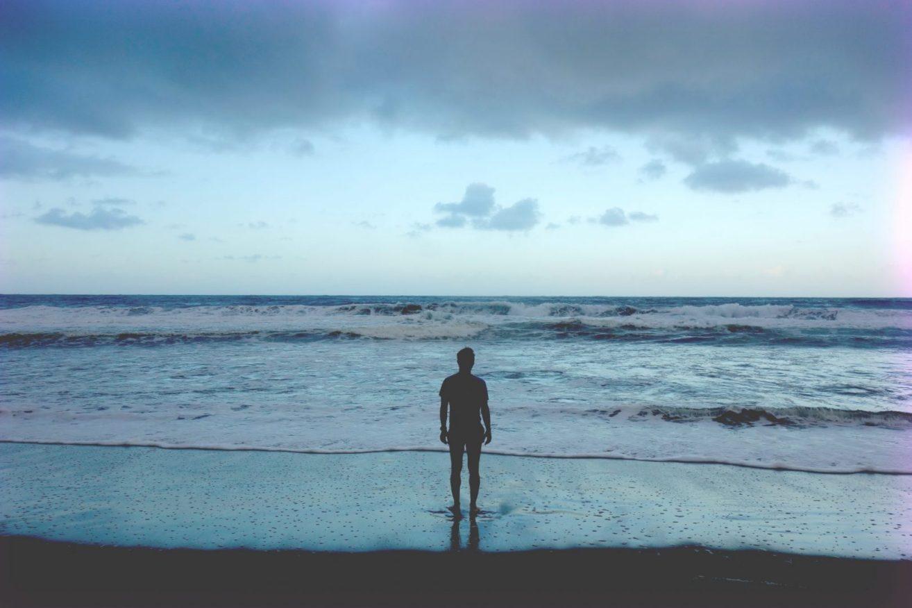 2016 - Man looking at the ocean