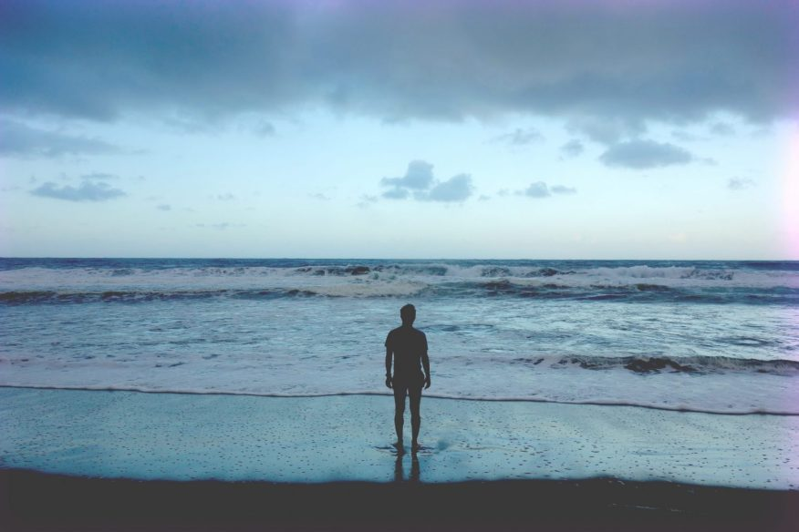 2016 - Man looking at the ocean