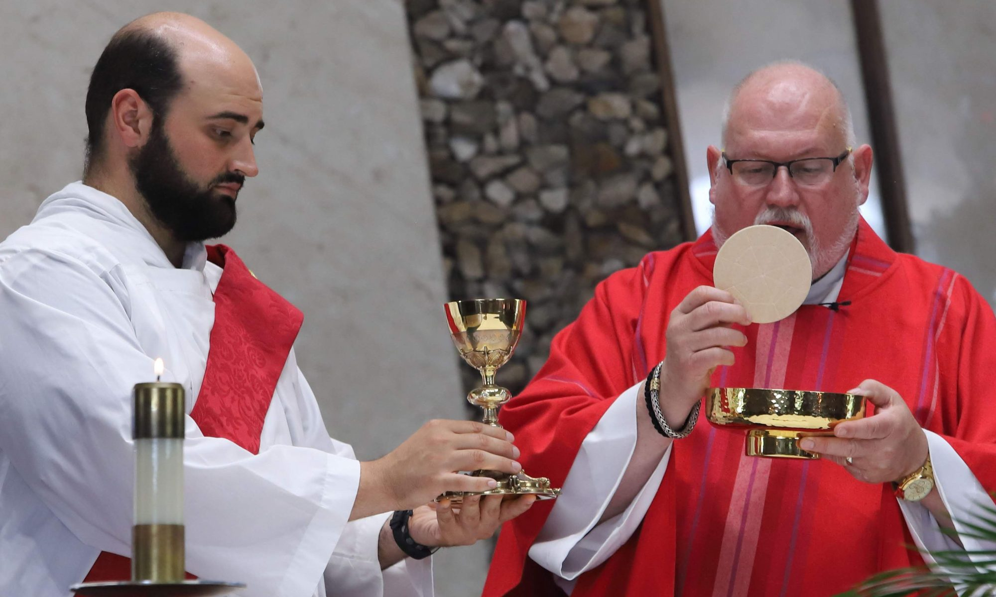 Fr. H Setter and Deacon Matt Siegman elevate the Eucharist.