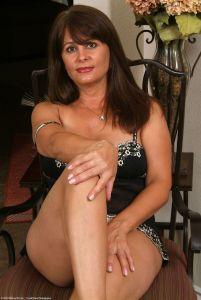 Viktoria, knappe mature brunette