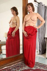Topless grote hangtieten