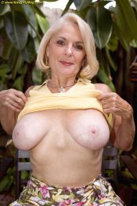 Ze heeft mooie grote borsten