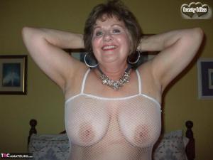 Heerlijk om haar tussen haar grote borsten te neuken
