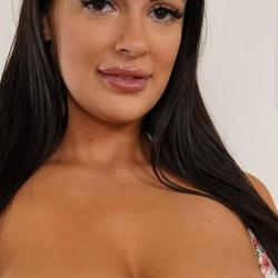 Sofi Ryan, milf met grote borsten kan geil pijpen