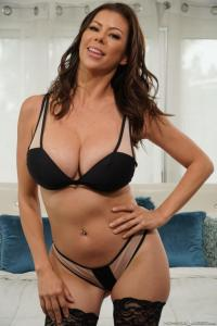 Alexis Fawx heeft sexy lingerie aan