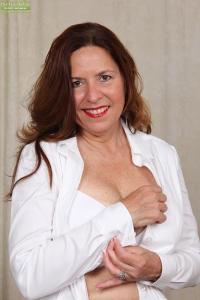 Geile directiesecretaresse doet een striptease