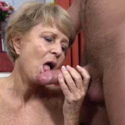 Oma houdt er een toyboy op na