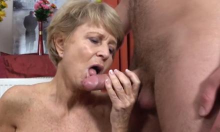 Knappe oma houdt er een toyboy op na
