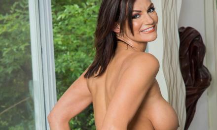 Becky Bandini, geile milf met hele grote borsten