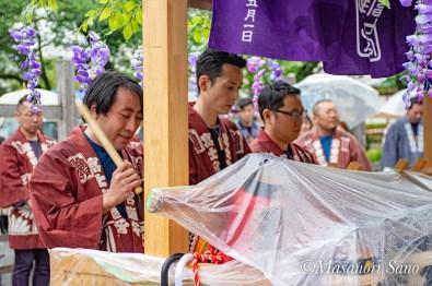 浅間大社青年会囃子を奉奏する