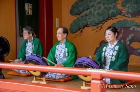 神田囃子保存会が舞台でお囃子を