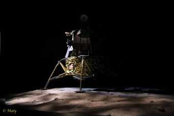 Moon landing - reconstruction show