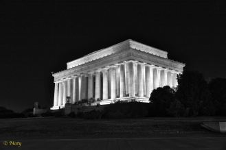 Black and white does have this amazing effect underlining the structure of the Lincoln's Memorial