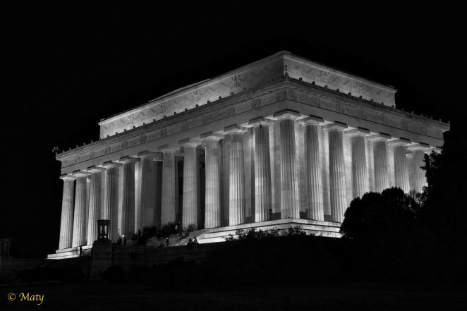 Lincoln Monument at night seen from direction of the Vietnam Veterans Memorial