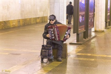 Live performance in the Victory Park station