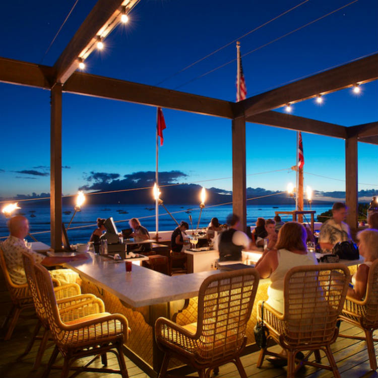 happy hour at fleetwoods lahaina - maui happy hours