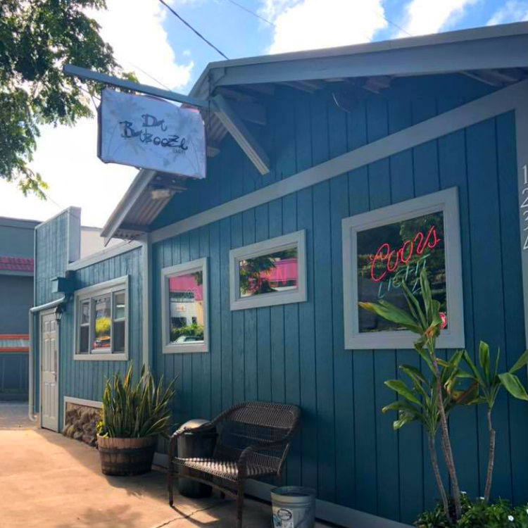 happy hour dabooze bar - wailuku maui hawaii