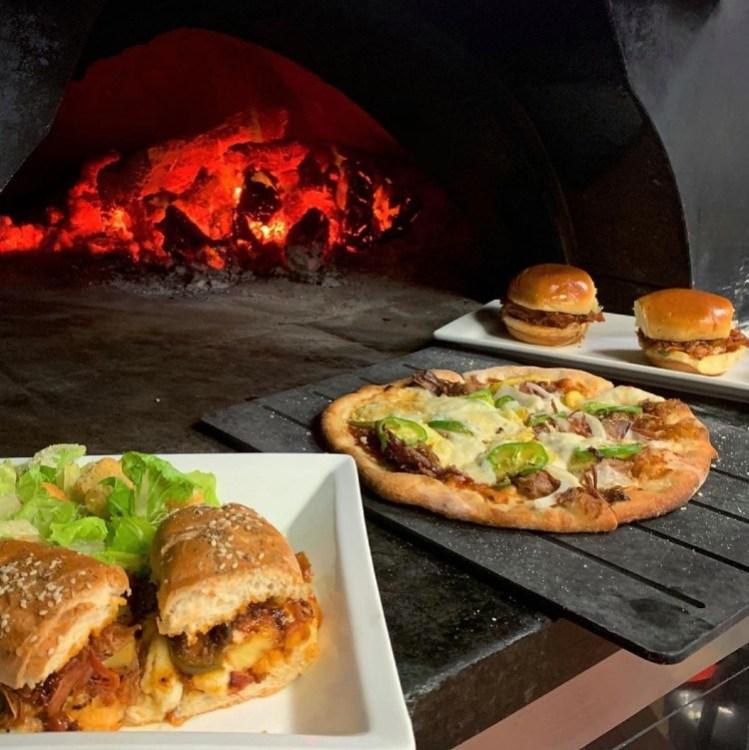 Happy-Hour-at-Pi-Artisan-Pizzeria-Lahaina-Maui-HI-2021-1