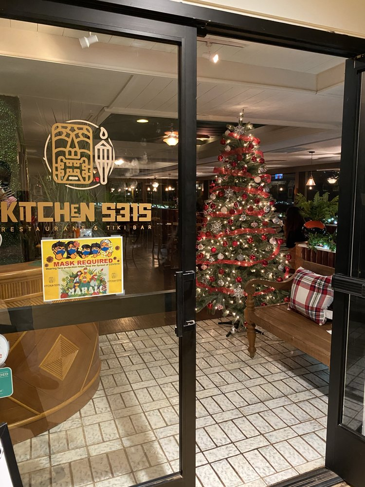Happy Hour Kitchen 5315 Maui at Christmas - Mask Required