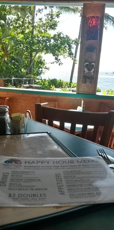 Betty's happy hour Lahaina Maui
