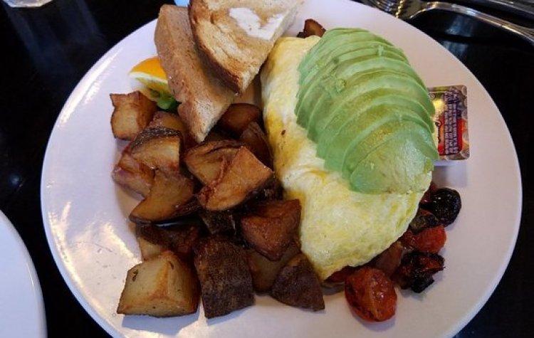 best haiku maui happy hour and breakfast