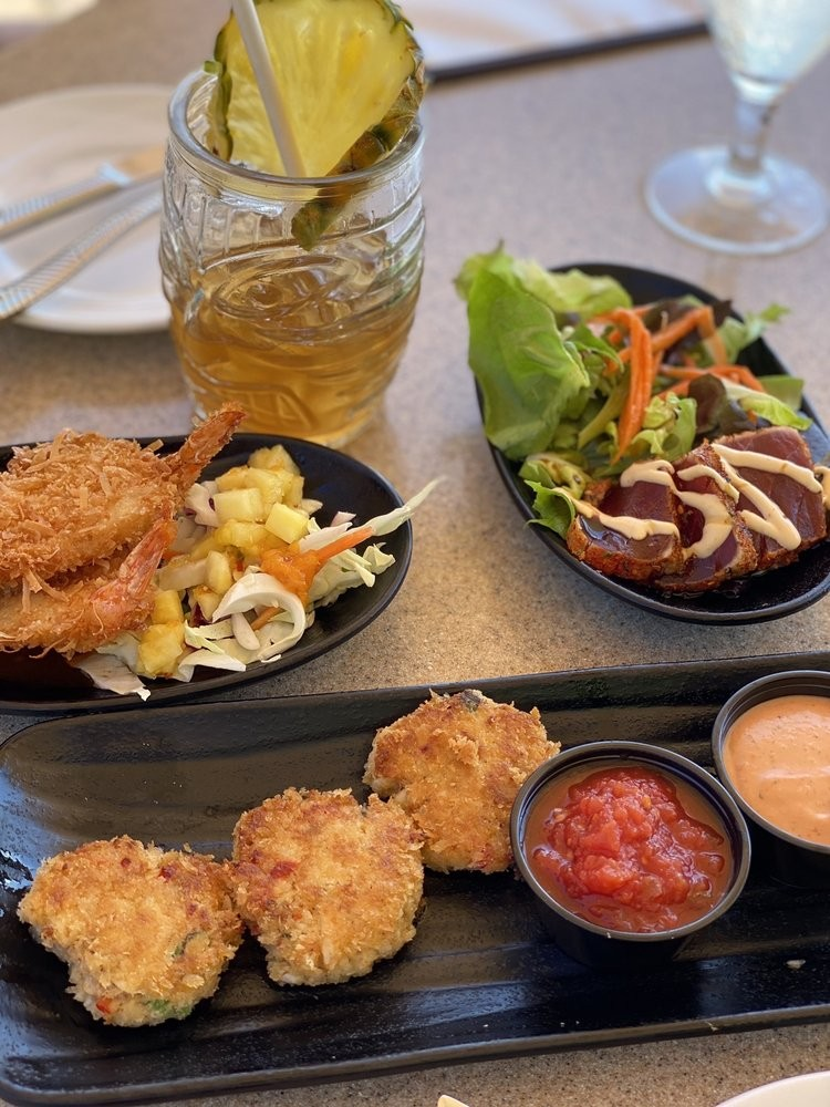 what is the happy hour times at sea house restaurant maui