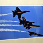 """""""Blue Angels en formación"""", César Oznaya, Fotografía digital impresa en papel algodón, exposición """"En El Aire / Up In The Air"""""""