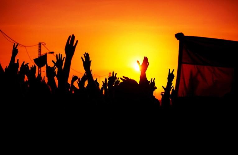 عاجل اعل ولد محدفال يحول العلم الوطني الى دراعة