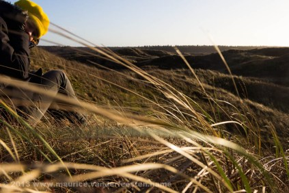 A friendly smile behind the dune grass