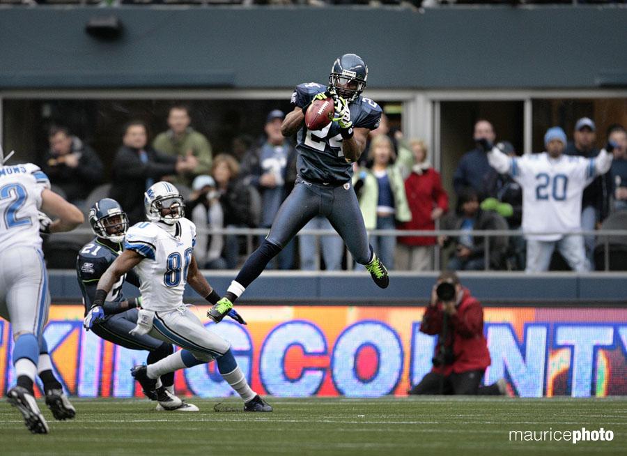 Deon Grant intercepting a pass.