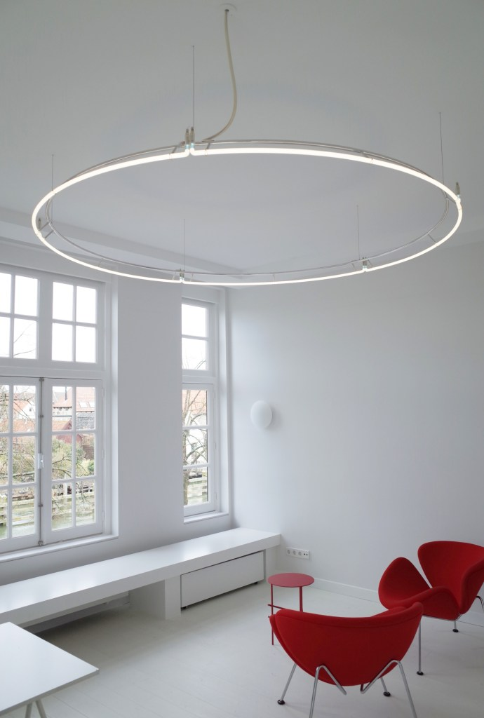 Neon chandelier – The Circle
